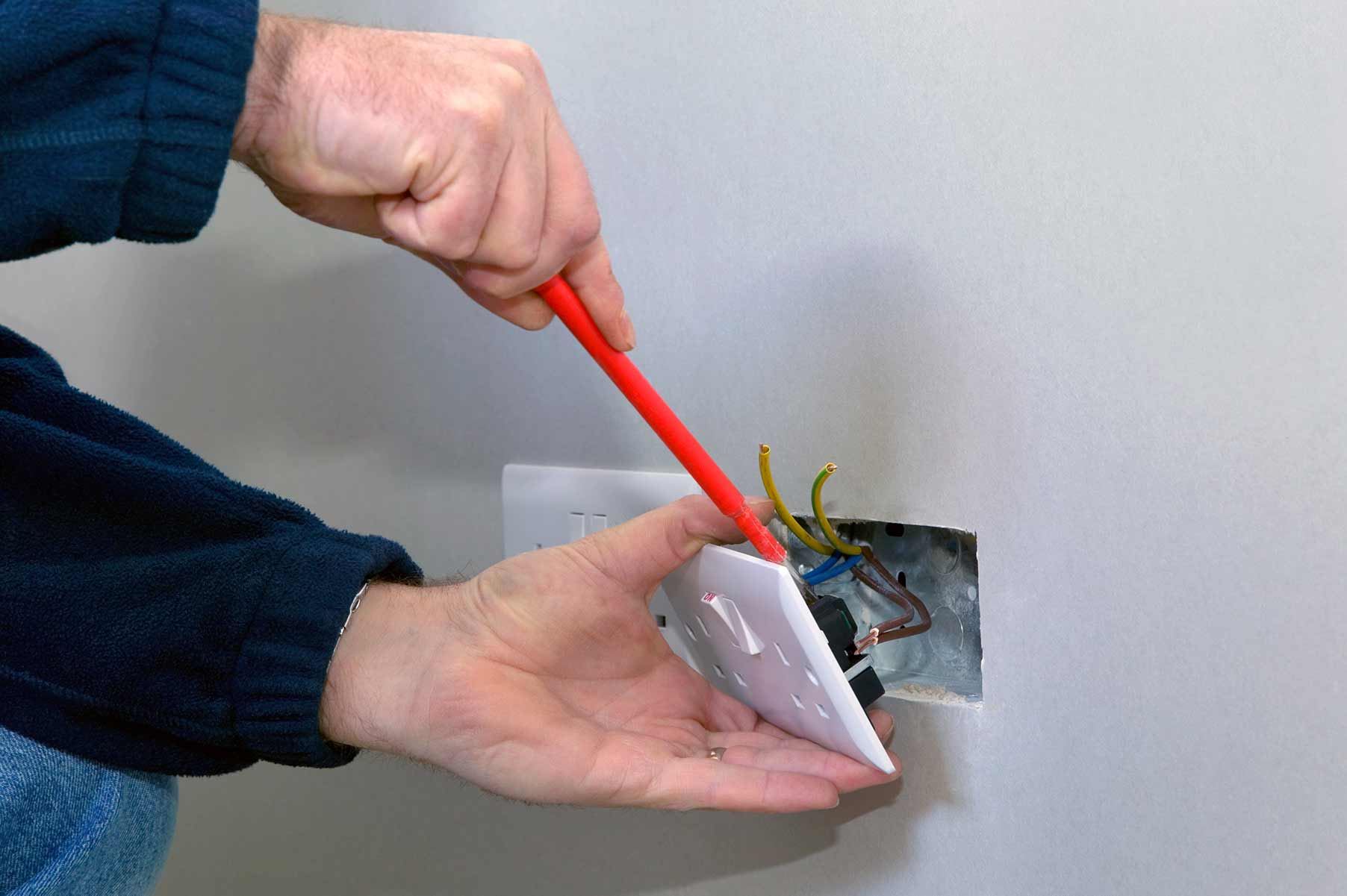 Our electricians can install plug sockets for domestic and commercial proeprties in Canonbury and the local area.